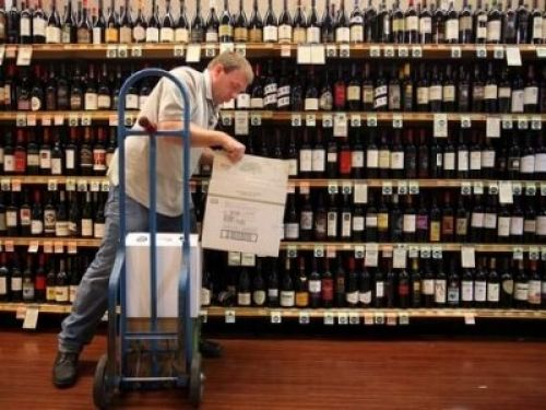 Photo for: 6 Common Wine Distribution Channels and Strategies